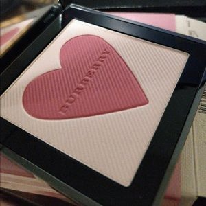 Burberry Makeup - Burberry london with love blush